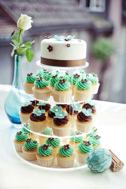 Beispiel: Cupcake-Hochzeitstorten in verschiedenen Größen, Foto: Cupcake Affair.
