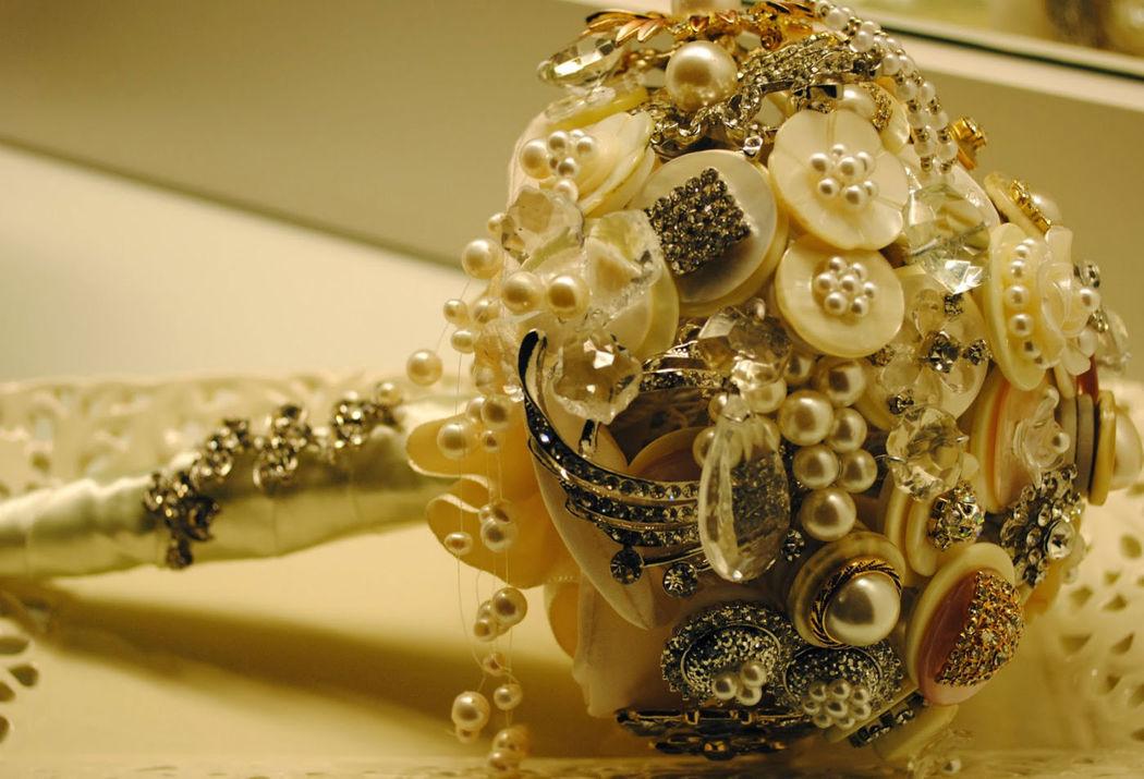 Buquê de Broches e Botões - Atelier Andrea Figueiredo