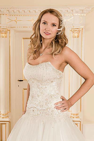 Beispiel: Brautkleid, Foto: Braut- & Abendmode Salon