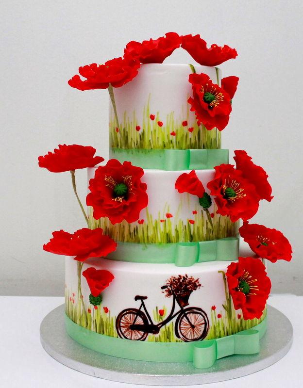 Торт для яркой летней свадьбы, с ручной росписью и красными маками.