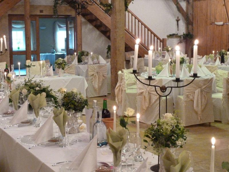 Beispiel: Hochzeitsfeier bei Kerzenschein, Foto: Stadlerhof Wilhering.