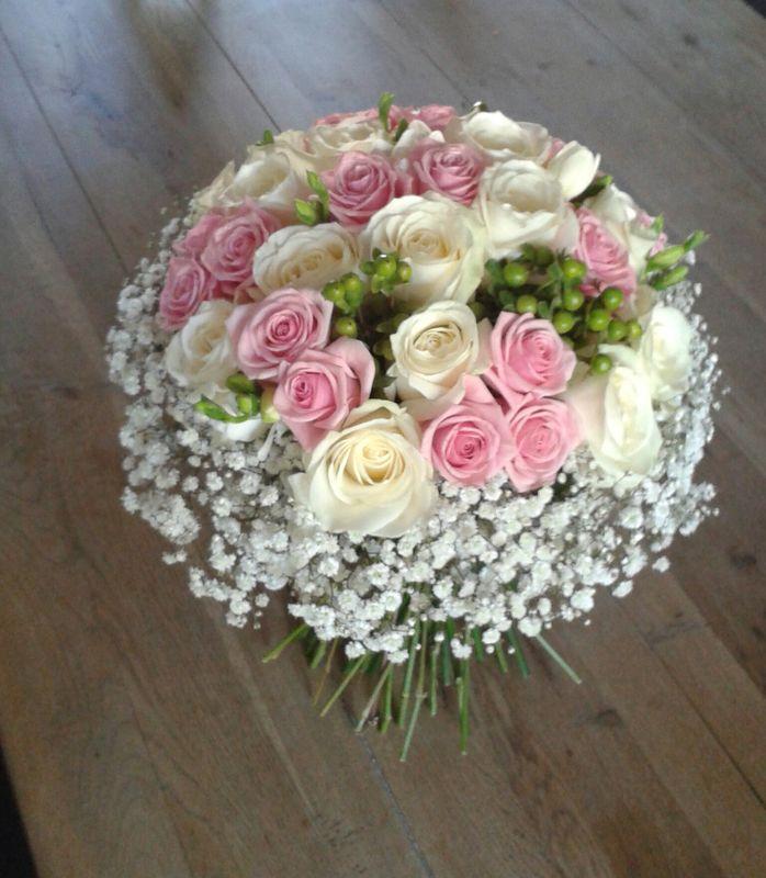 Bouquet de roses et gypsophile/Estelle Leclerc