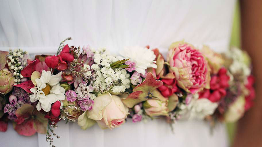 Beispiel: Blumenkranz aus bunten Blumen, Foto: Blumen Isabella.