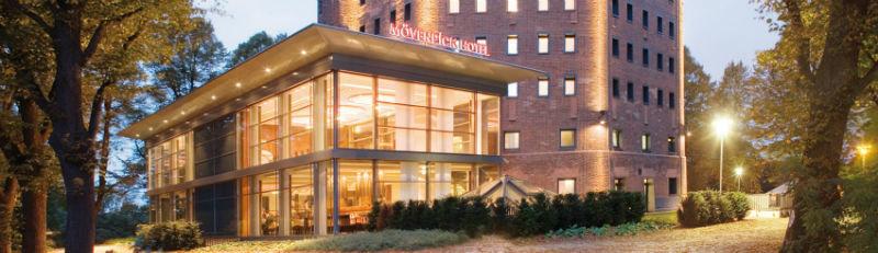 Beispiel: Eingangsbereich des Hotels, Foto: Mövenpick Hotel Hamburg.
