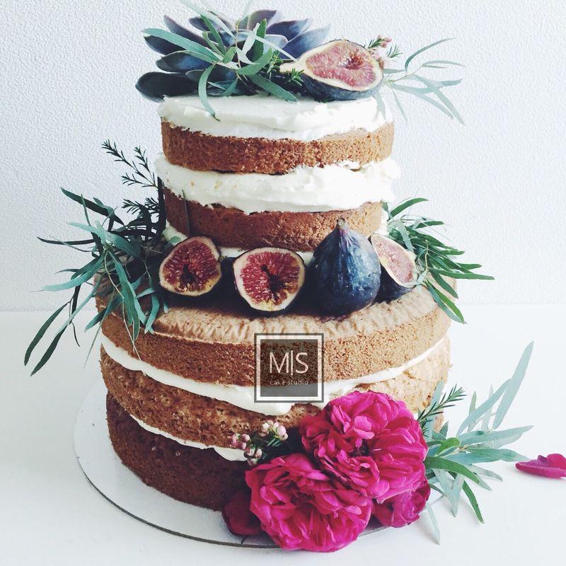 M S cake studio    naked cake