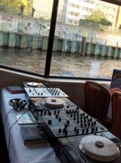 Beispiel: Technisches Equipment, Foto: DJ Eazy Flow.