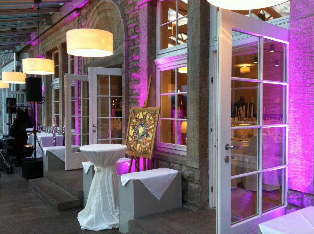 Auch im Außenbereich lassen sich mit gezieltem Einsatz von Lichttechnik eindrucksvolle Ergebnisse erzielen.