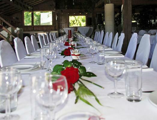 Beispiel: Festliche Dekoration für Ihre Hochzeitstafel, Foto: 4C Catering.