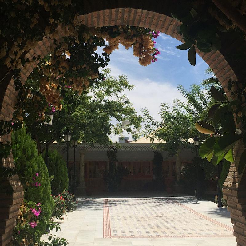 Arco. Jardines Salón Mozarabe. Hacienda Azahares
