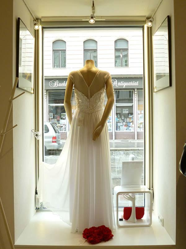 Beispiel: Wunderschönes Hochzeitskleid, Foto: ZOE-Modedesign.