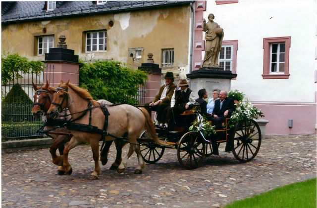 Beispiel: Blumenschmuck für die Kutsche, Foto: Georgs Blumen.