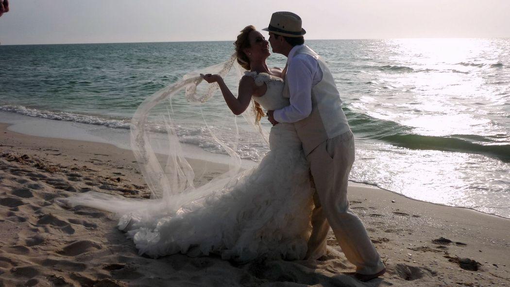 """""""Amar no es mirarse el uno al otro; es mirar juntos en la misma dirección"""""""
