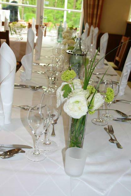 Beispiel: Hochzeitsbankett - Tischdekoration, Foto: Restaurant Hirschau.