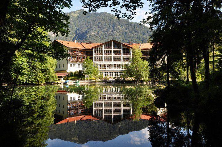 Beispiel: Außenansicht Sommer, Foto: Hotel am Badersee.