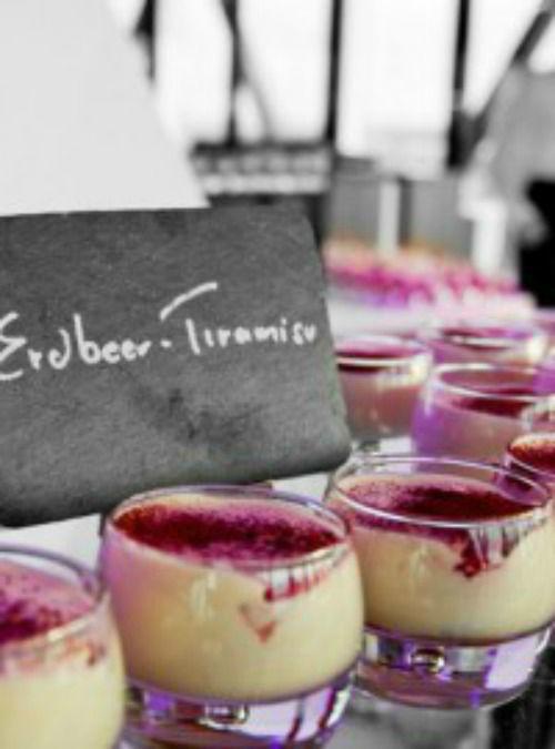 Beispiel: Erdbeer Tiramisu, Foto: eat. fvine Catering.