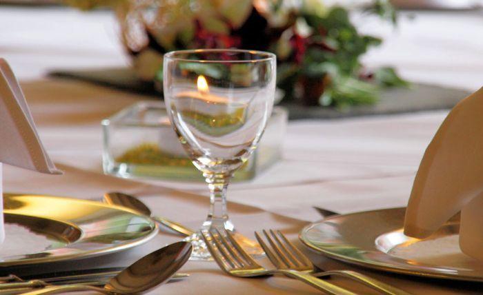 Beispiel: Tischdekoration, Foto: AKZENT Landhaus Heinen.