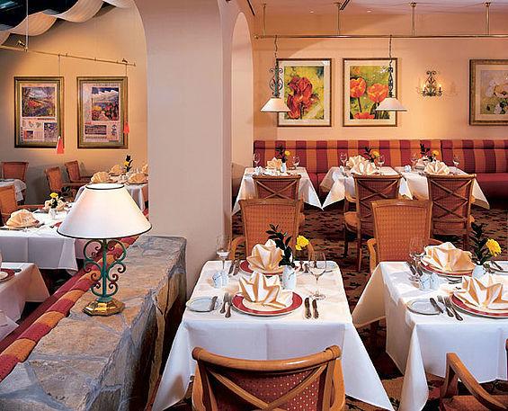 Beispiel: Restaurant Flora mit Wintergarten und Terrasse, Foto: Travel Charme Nordperd & Villen Göhren.