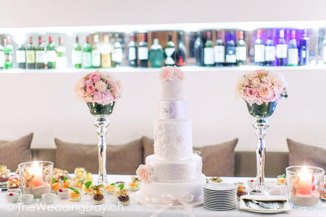 Vom Apéro bis zur Torte: Wedding à la carte unterstützt, begleitet und beratet persönlich und individuell auf das Brautpaar zugeschnitten.