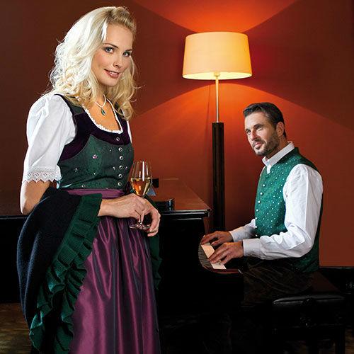 Beispiel: Ihre Tracht für die Hochzeit, Foto: Schöffmann Mode.