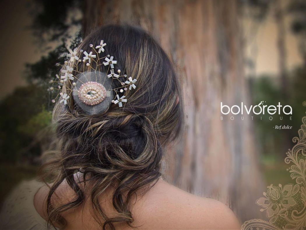 Tocado Ref: Dulce toque delicado de bordado en cristales, velo y pedreria para adornar un peinado descomplicado y suave