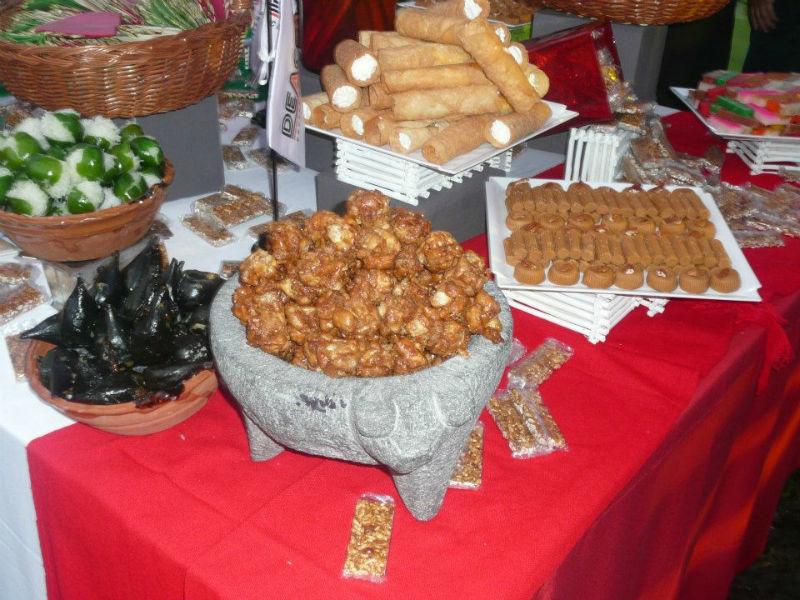Comida típica y tradicional para bodas - Foto Banquetes Versalles