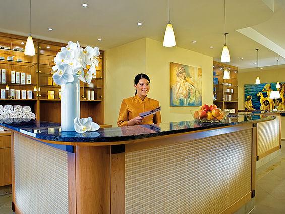 Beispiel: Empfang, Foto: Travel Charme Ostseehotel Kühlungsborn.