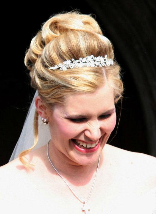 Beispiel: Hilfe beim Styling der Braut, Foto: Family Business.