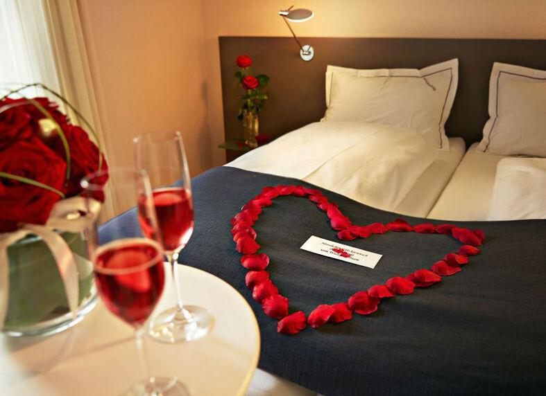 Beispiel: Rosenzimmer, Foto: Hotel Landgasthof Wassberg.