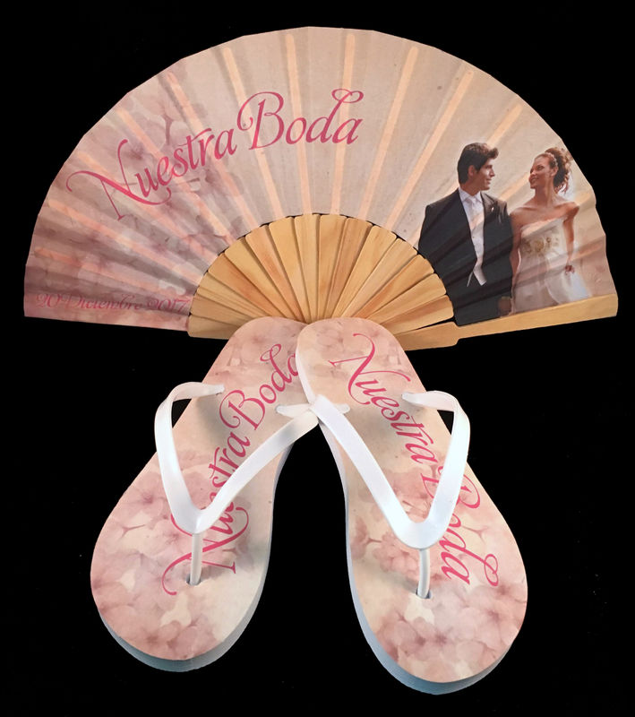 Paquete personalizado de abanico de madera y sandalias modelo Rosa.