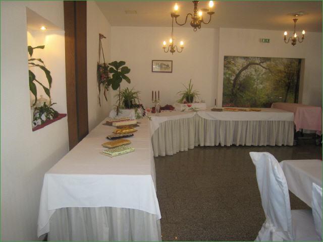 Beispiel: Hochzeitsbuffet, Foto: Hotel Schöne Aussicht.