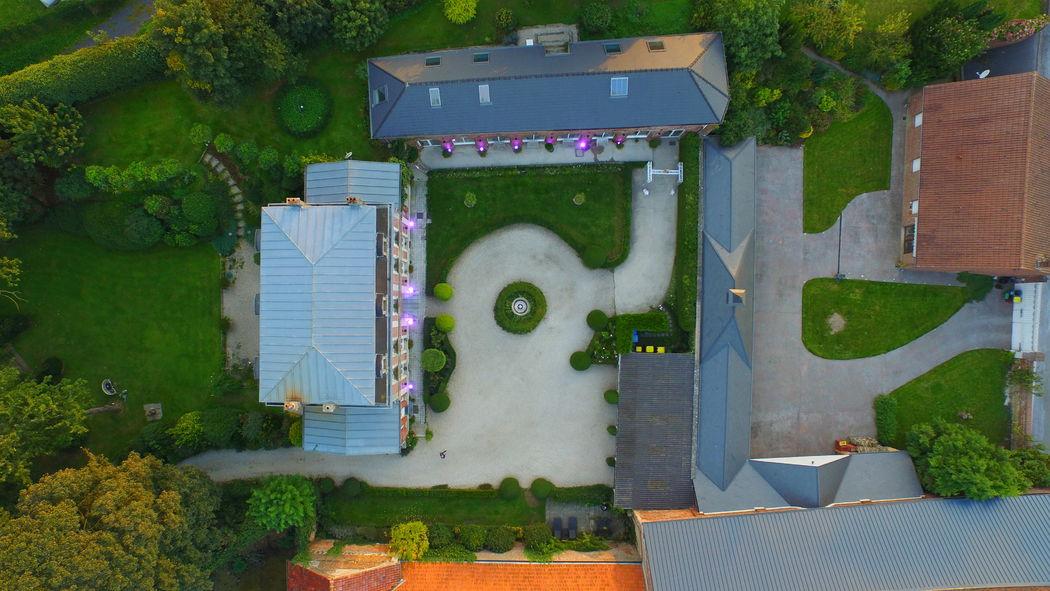 Manoir le Lois XXI...vue aérienne salle et Manoir...