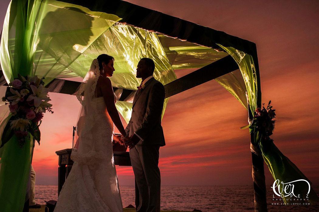 Fotografias boda Cancun Mexico, boda en playa de destino  fotografias en la riviera maya por fotografo profesional de bodas en Mexico Ever Lopez