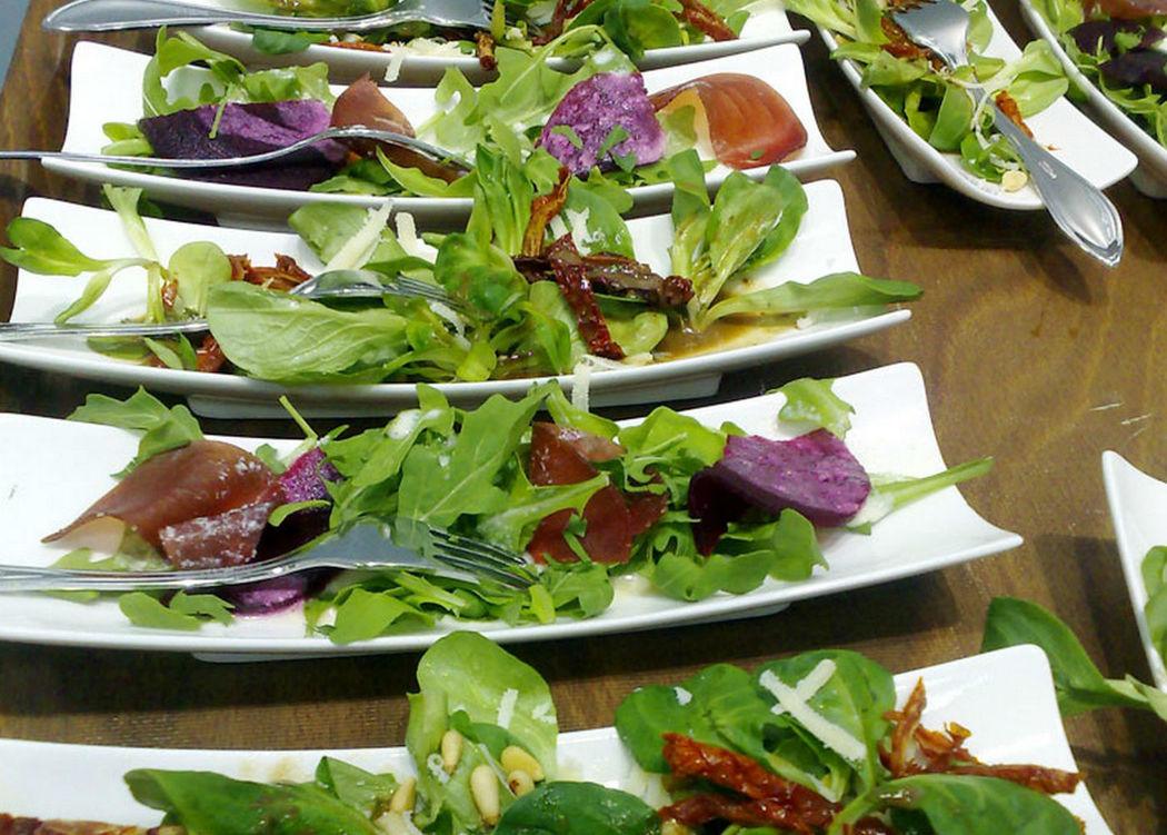 Beispiel: Salat, Foto: GLAD Catering&more.