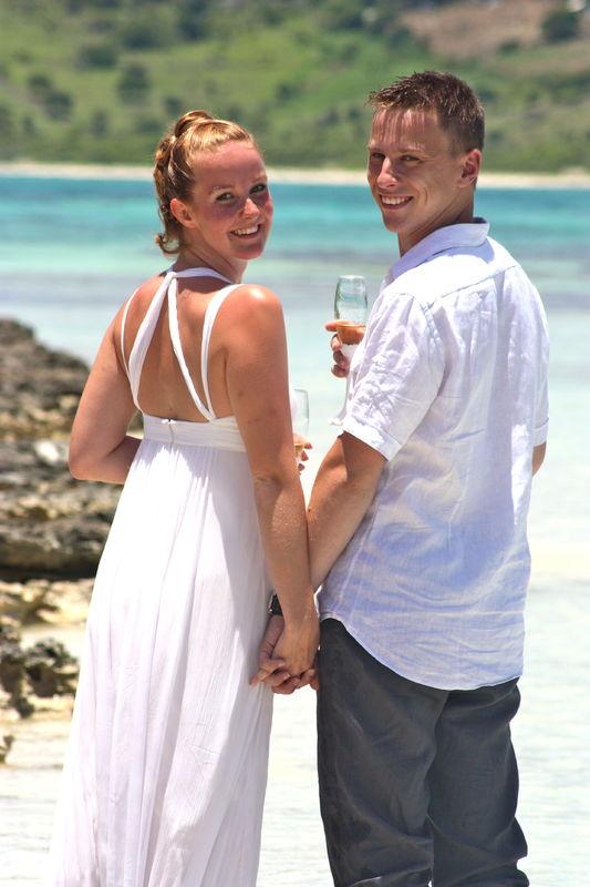Demande en mariage sur la plage réalisé par  www.fee-des-caraibes.com