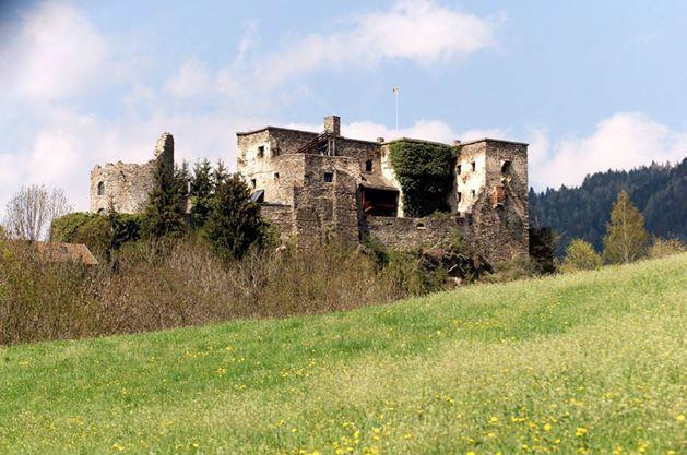 Beispiel: Außenansicht, Foto: Burg Sommeregg.