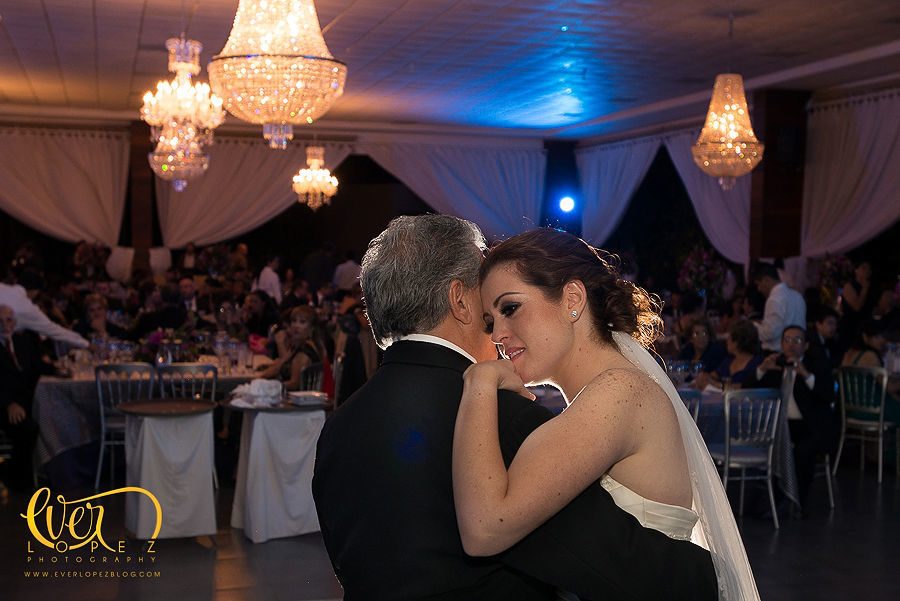 baile de la novia con su papa en su boda, hacienda la Macarena Guadalajara  Fotografia de boda por fotografo profesional de bodas Ever Lopez