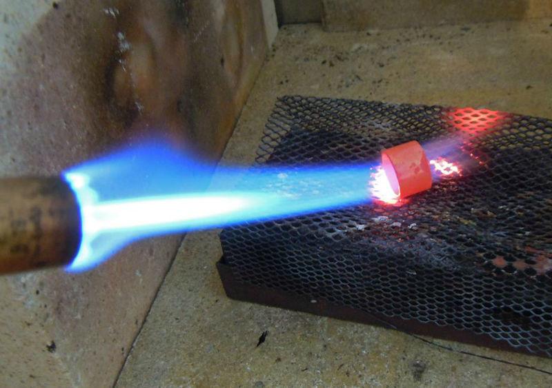 Feuer und Flamme,ein Ring entsteht. Foto: Trauringkurse-Darmstadt.de.
