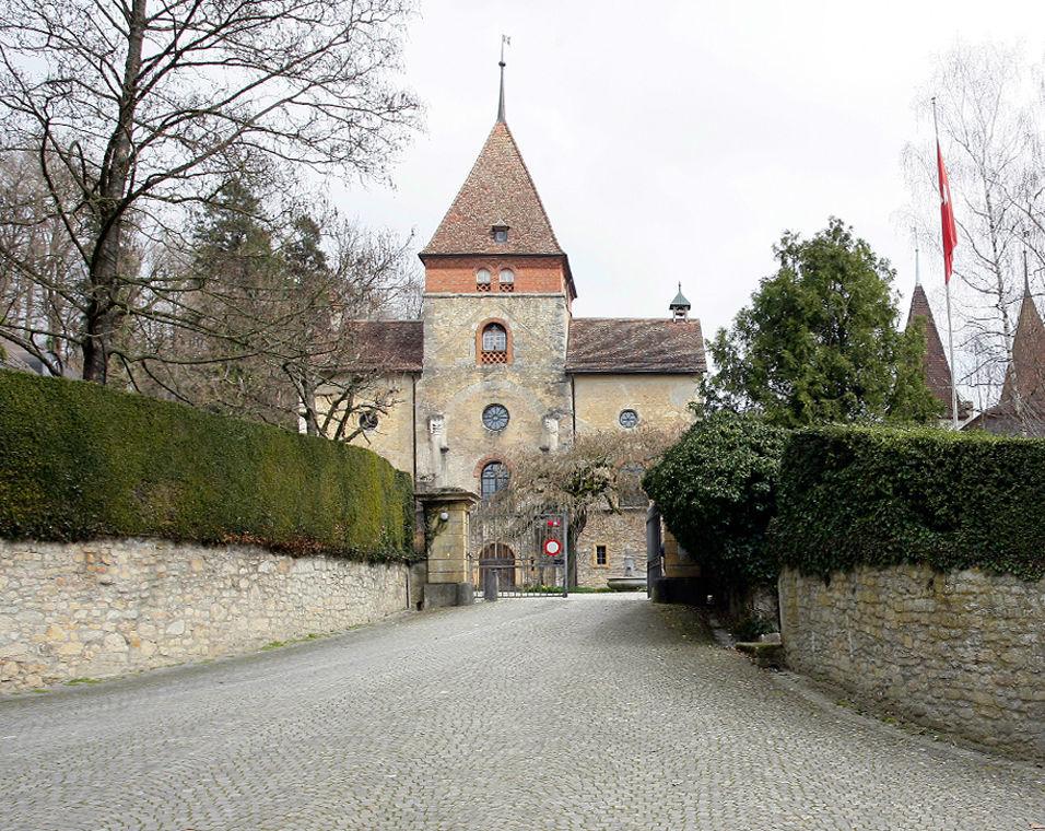 Beispiel: Einfahrt zum Schloss, Foto: Schloss Münchenwiler.
