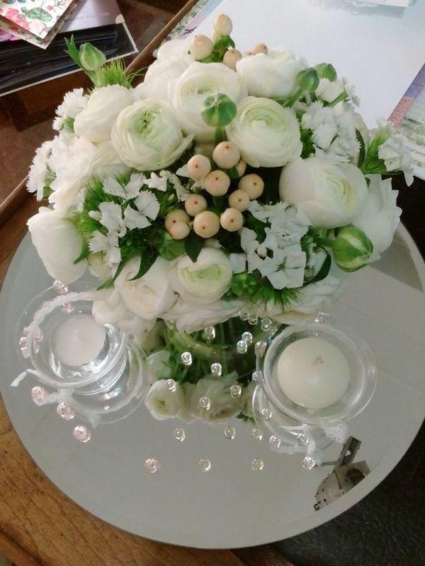 centrotavola elegante in vaso di vetro e specchio