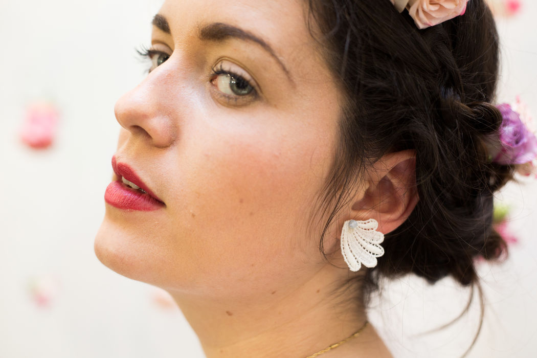 Boucles d'Oreilles en dentelle chinée et perle de cristal Couronne de fleurs Herbes Fauves Photo caroline Happy Pics