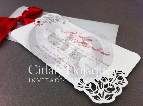 Invitación para boda con detalles calados puede ser para una boda estilo vintage por ejemplo.