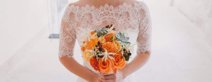 Ramo de novia con frutos rojos y crasas