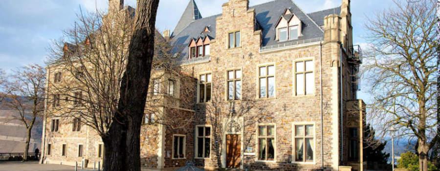 Beispiel: Vorderseite der Burg, Foto: Burg Klopp.