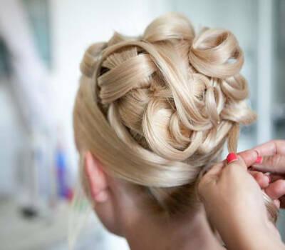 Beispiel: Haarkunst, Foto: Die Rollenden Friseure. Stylistin: Tanja Ill