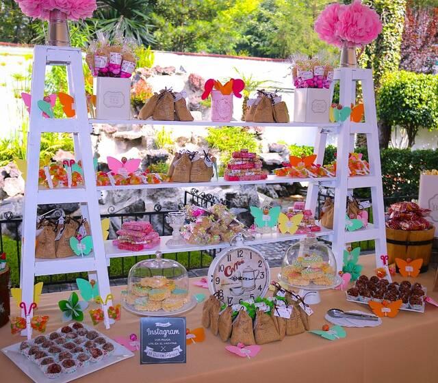 Queremos que cuenten con la mesa de dulces más increíble para su boda. No duden en contactarnos.