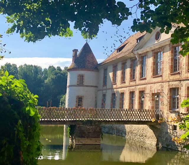Vue de l'orangerie à 20 m du château