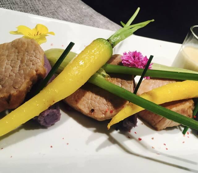 Médaillon de veau, écrasé de vitelotte crème de foie gras