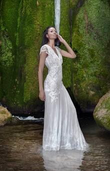'2' est une belle robe de mariage bohème chic de la nouvelle collection '7'