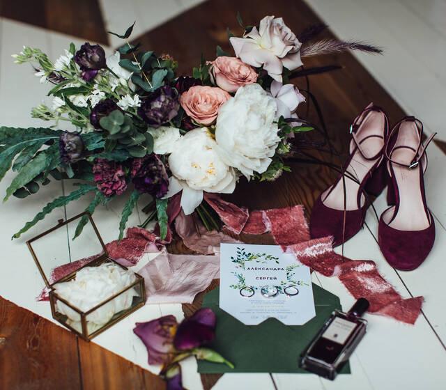 свадебные детальки. Свадебный букет. Свадебные туфли. свадебные пригласительные.