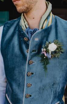 Herrentrachtenweste aus Samt und Wolle mit aufwendigen Knöpfen, Vorder- und Rückseite unterschiedlich gestaltet